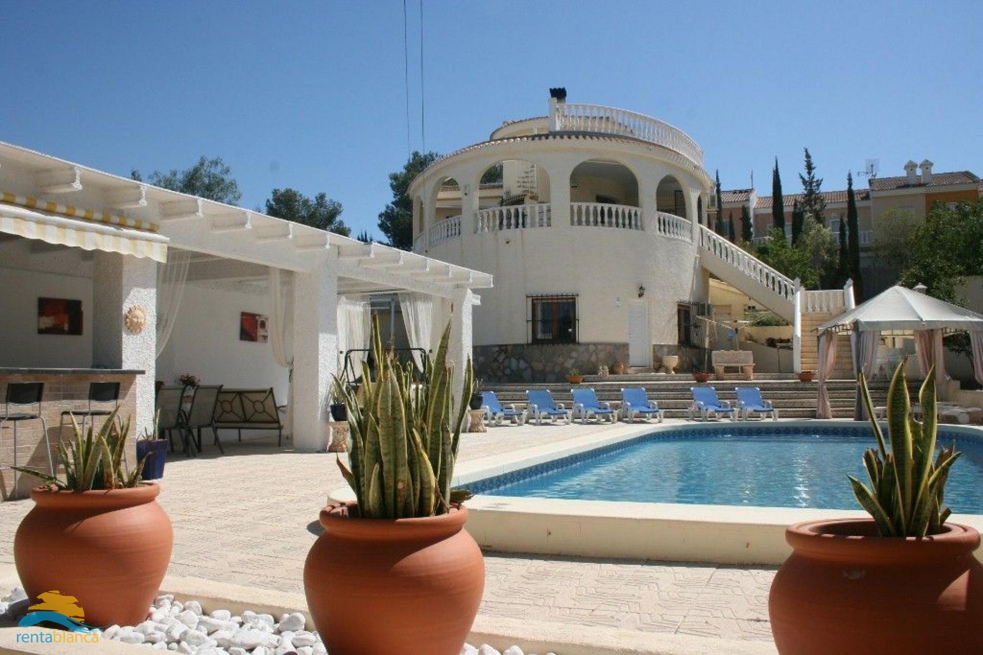 Spacious villa  - Rentablanca